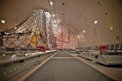 Нагрузка груза внутри самолета Стоковые Фото