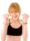 надевает наручники женщина стоковые фото