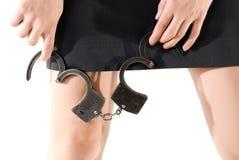 надевает наручники женщина Стоковые Фотографии RF