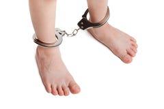 надевает наручники ноги legcuffs Стоковая Фотография