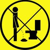 наденьте предупреждение знака t pee пола Стоковые Изображения RF
