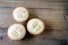 Надземная съемка 3 семенит пироги на деревянном столе, традиции Стоковая Фотография RF