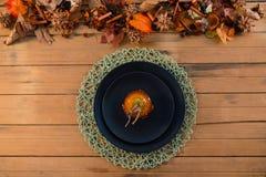 Надземный взгляд caramelized яблока служил в плите Стоковые Изображения RF