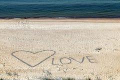 Надпись в песке взморья морем стоковые фото