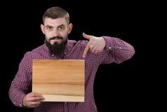 Надпись концепции на деревянной доске в руках Усмехаясь holdi человека стоковая фотография