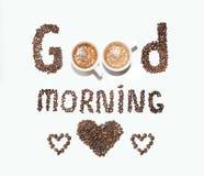 Надпись кофейных зерен и чашек, доброго утра на белой предпосылке Стоковое фото RF