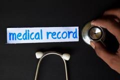 Надпись медицинской истории с взглядом стетоскопа стоковое изображение