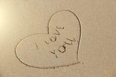 Надпись на песке я тебя люблю Сердце покрашено на песке Дизайн с космосом экземпляра Взгляд сверху стоковые фотографии rf
