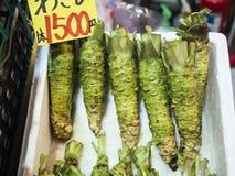 Надувательство хрена Wasabi свежее японское в рынке Стоковое Изображение RF