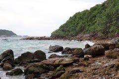 над взглядом берега моря Стоковые Изображения