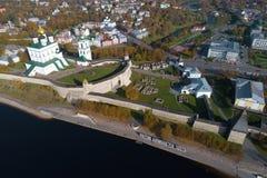 Над воздушным фотографированием Пскова Кремля стоковое фото rf