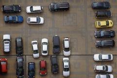 над высокой стоянкой автомобилей серии Стоковая Фотография