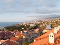над городком захода солнца моря курорта Стоковое Изображение