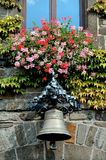 над городом колокола вход цветет немецкая зала к селу Стоковое Фото