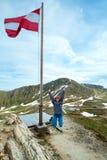 над горой флага alps австрийской Стоковые Изображения