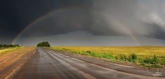 над дорогой радуги стоковое изображение