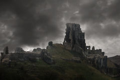 над замоком губит шторм стоковое изображение