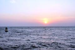 над заходом солнца моря Стоковая Фотография