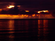 над заходом солнца моря Стоковые Фото