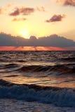над заходом солнца моря Стоковое Изображение