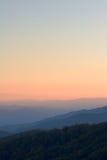 над заходом солнца пиков Стоковая Фотография RF
