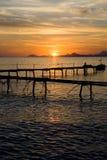 над заходом солнца пристани Стоковая Фотография RF