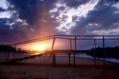 над заходом солнца реки пристани Стоковое Фото