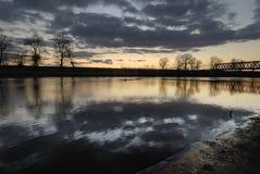 над заходом солнца реки Стоковое Изображение RF