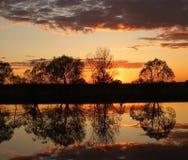 над заходом солнца реки Стоковые Изображения RF