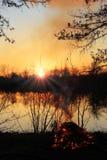 над заходом солнца России реки Стоковое Фото