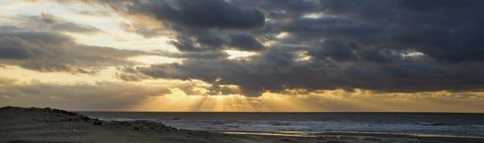 над заходом солнца Северного моря стоковое изображение rf
