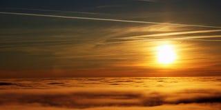 над заходом солнца тумана Стоковое Изображение RF