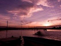 над заходом солнца шримса пруда Стоковые Фото