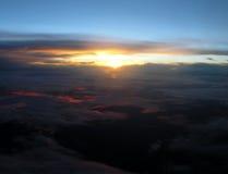 над заходом солнца Стоковые Изображения