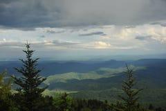 над Каролиной заволакивает горы северно Стоковое Фото