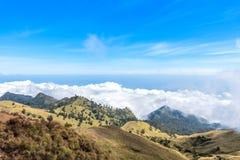 Над ландшафтом облака долины горы Держатель Rinjani lombok острова Индонесии Стоковая Фотография RF
