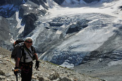 над ледником альпиниста tiefmatten Стоковое Изображение RF
