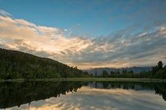 над озера утра ветром восхода солнца все еще стоковое фото