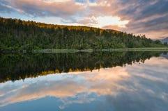 над озера утра ветром восхода солнца все еще стоковое изображение