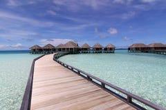 над разбивочной виллой спы моря Мальдивов Стоковое Изображение