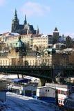 над реки prague замока vltava готского снежным Стоковое фото RF