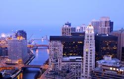 над рекой ночи chicago стоковое изображение rf