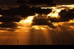 над windfarm sunbeams Стоковое Изображение RF