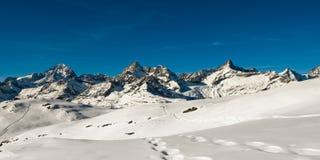 над zermatt панорамы стоковое изображение rf