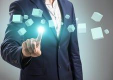 Нажимы бизнесмена на диаграмме куба Стоковое Изображение RF