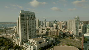 Нажим гавани шлюпки к виду на город Сан-Диего сток-видео