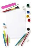 Назад к искусству школы пусковая площадка красит карандаши и перя стоковое фото