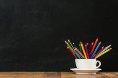 Назад к школе уча концепцию с кофейной чашкой Стоковые Фото