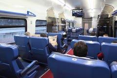 Назад пассажиров сидя в мягких стулах Стоковые Изображения RF
