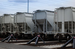Назад железнодорожных автомобилей на следах Стоковые Фотографии RF